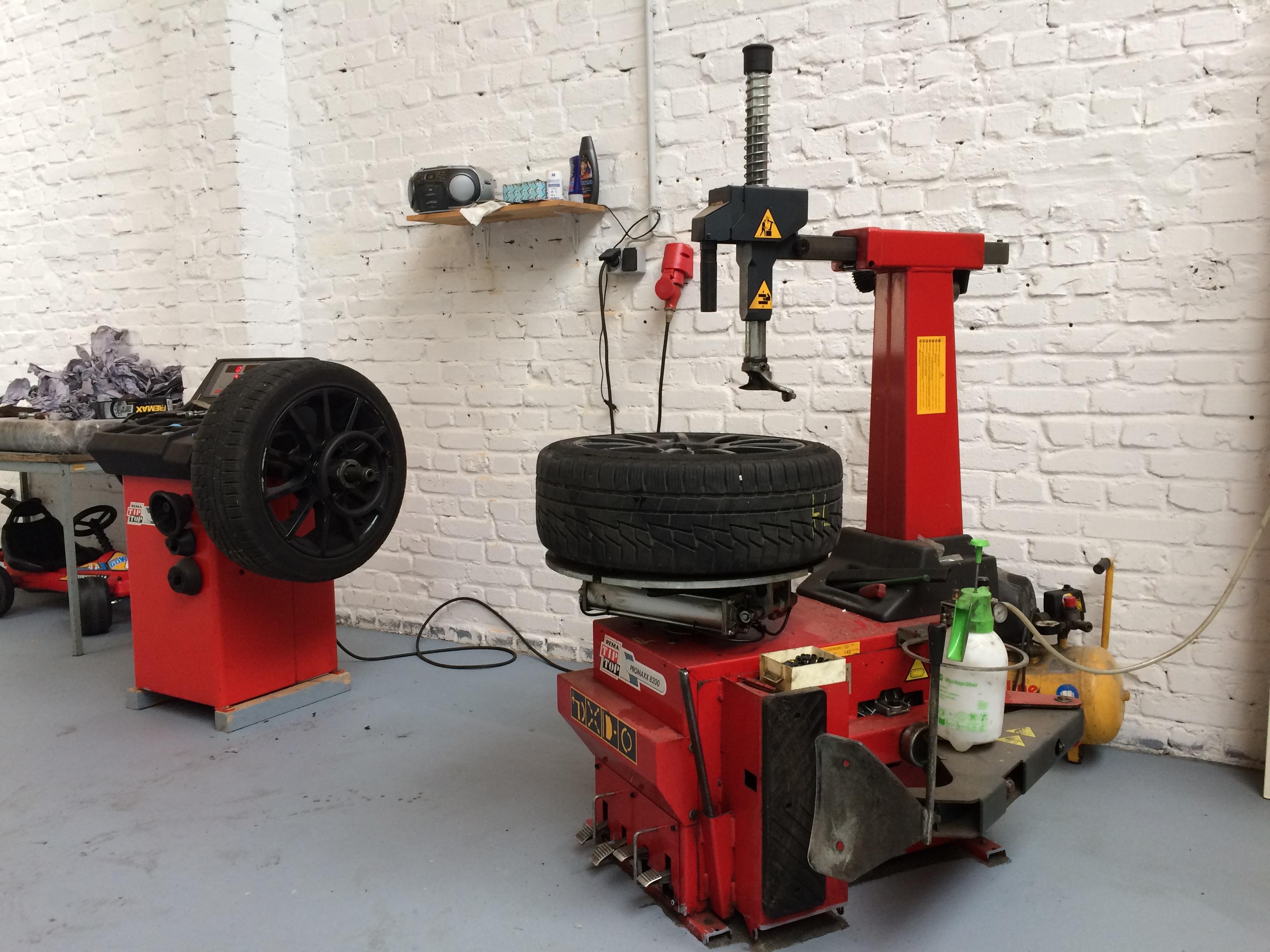 Reifenmontage und -auswuchtung